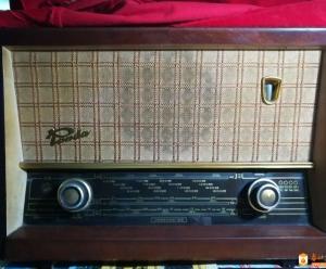 一台功能完全正常的熊猫牌电子管收音机