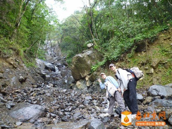 雲森瀑布前河谷遭山洪沖毀.jpg