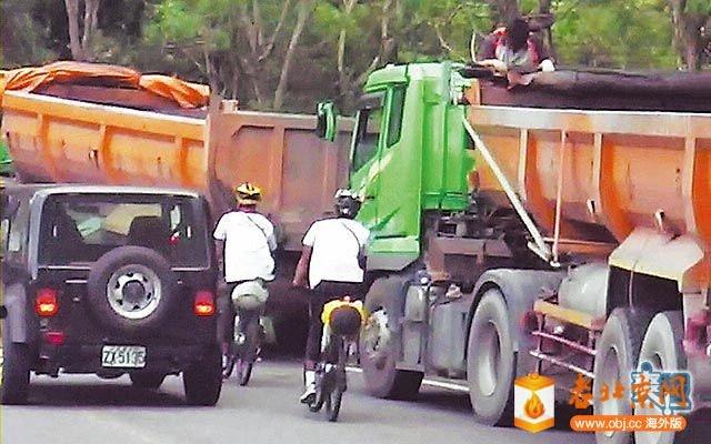 蘇花公路腳踏車與汽車爭道景象.jpg