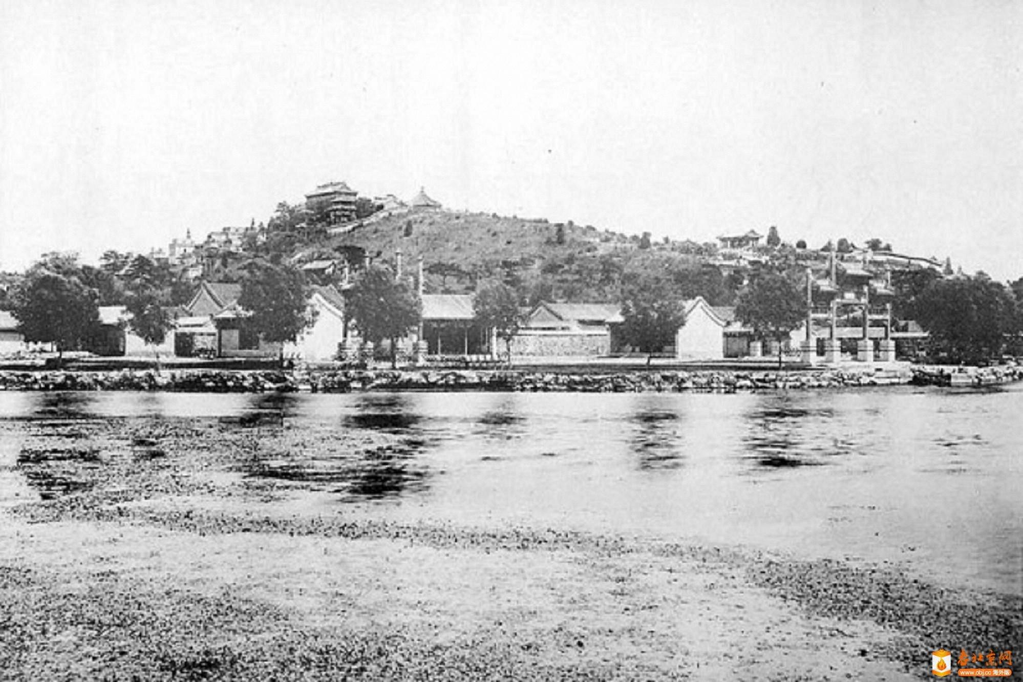 321.西宫门-牌楼群     (1909年).jpg