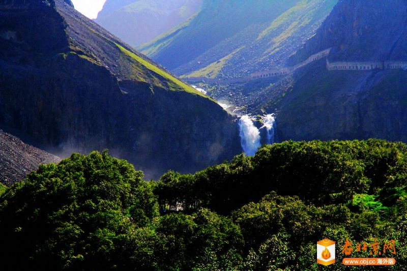 17天池出口的瀑布.jpg