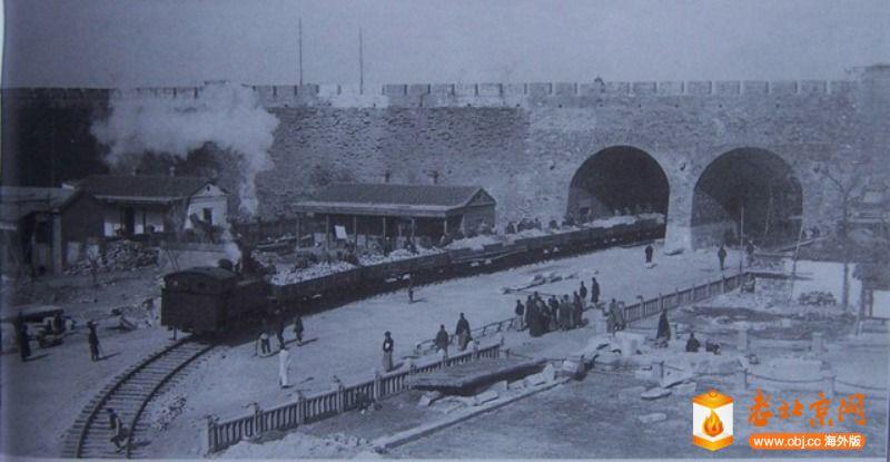 1915年京奉火车入城起运西棋盘街砖土.JPG
