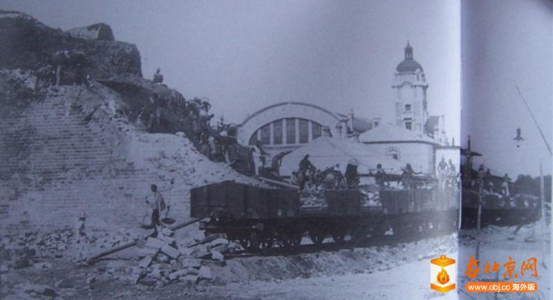 1915年拆卸前门东瓮城起运砖土情形.JPG