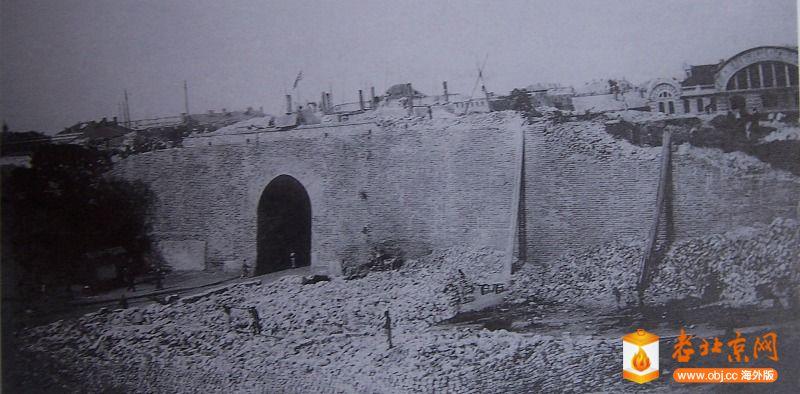 1915年拆卸正阳门东瓮城情景.JPG