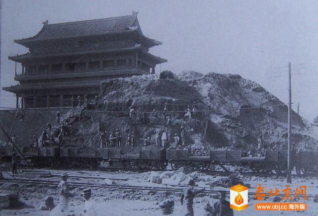 1915拆卸东瓮城京奉火车起运砖土.JPG