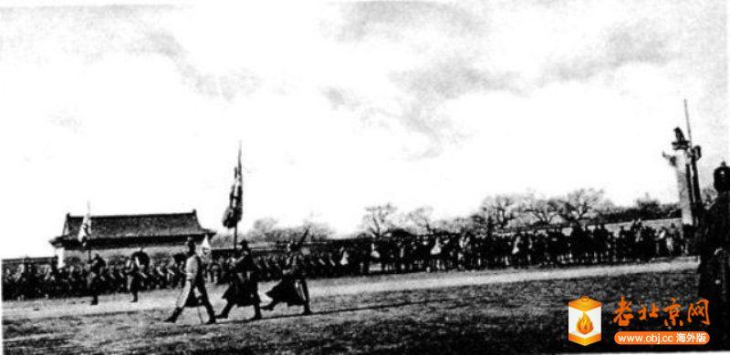 1900年侵略军通过大清门.jpg