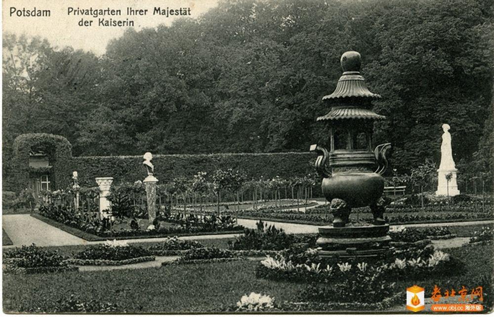 德国 - 波斯坦 -无忧宫 ,皇后花园 (Auguste Viktoria)内的中国鼎炉。和观象台的天.jpg