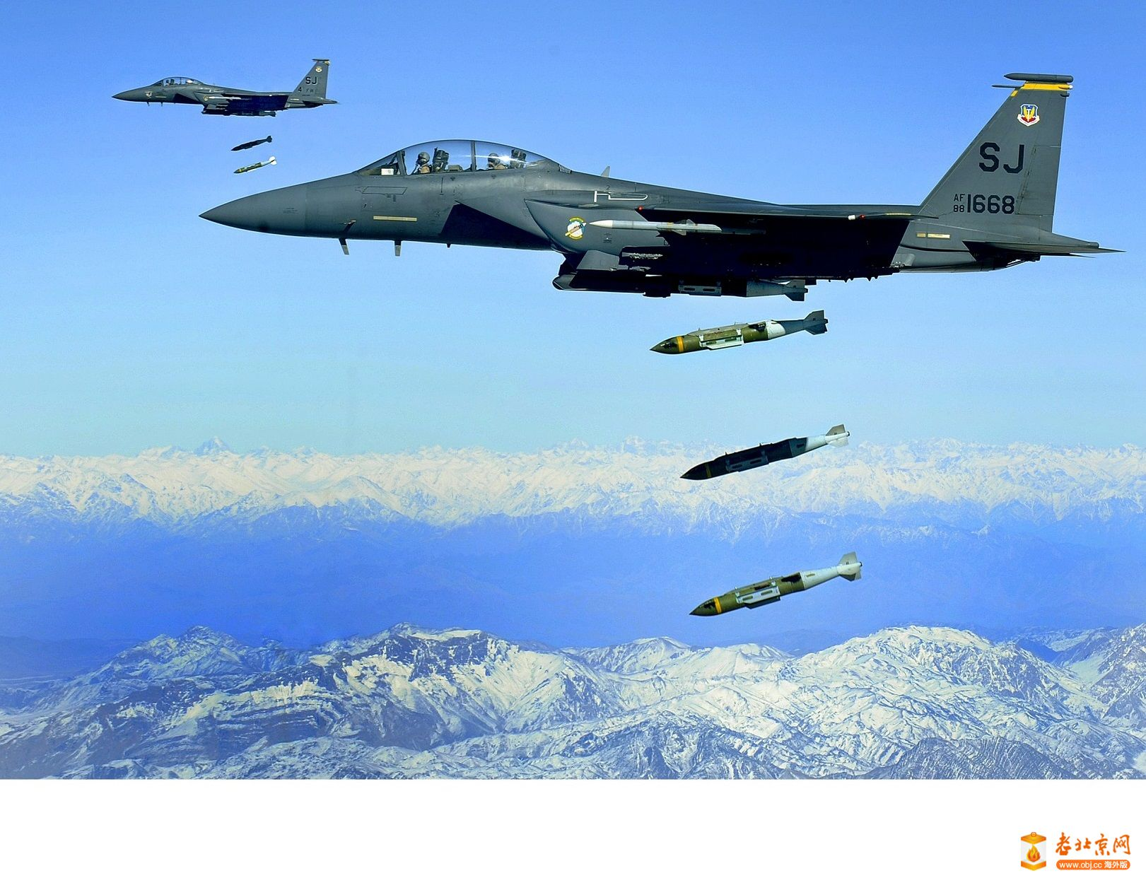 F-15E_drops_2,000-pound_munitions_Afghanistan_2009a.jpg