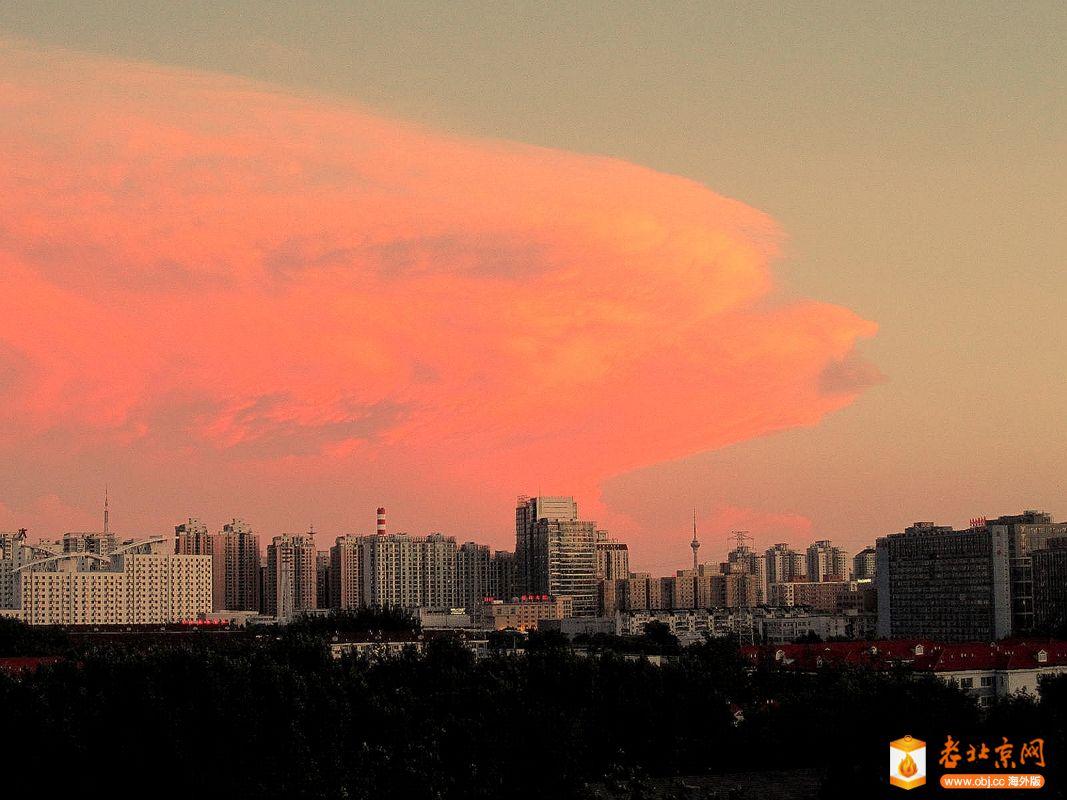 暴风骤雨和冰雹过后的北京大运村 19:45