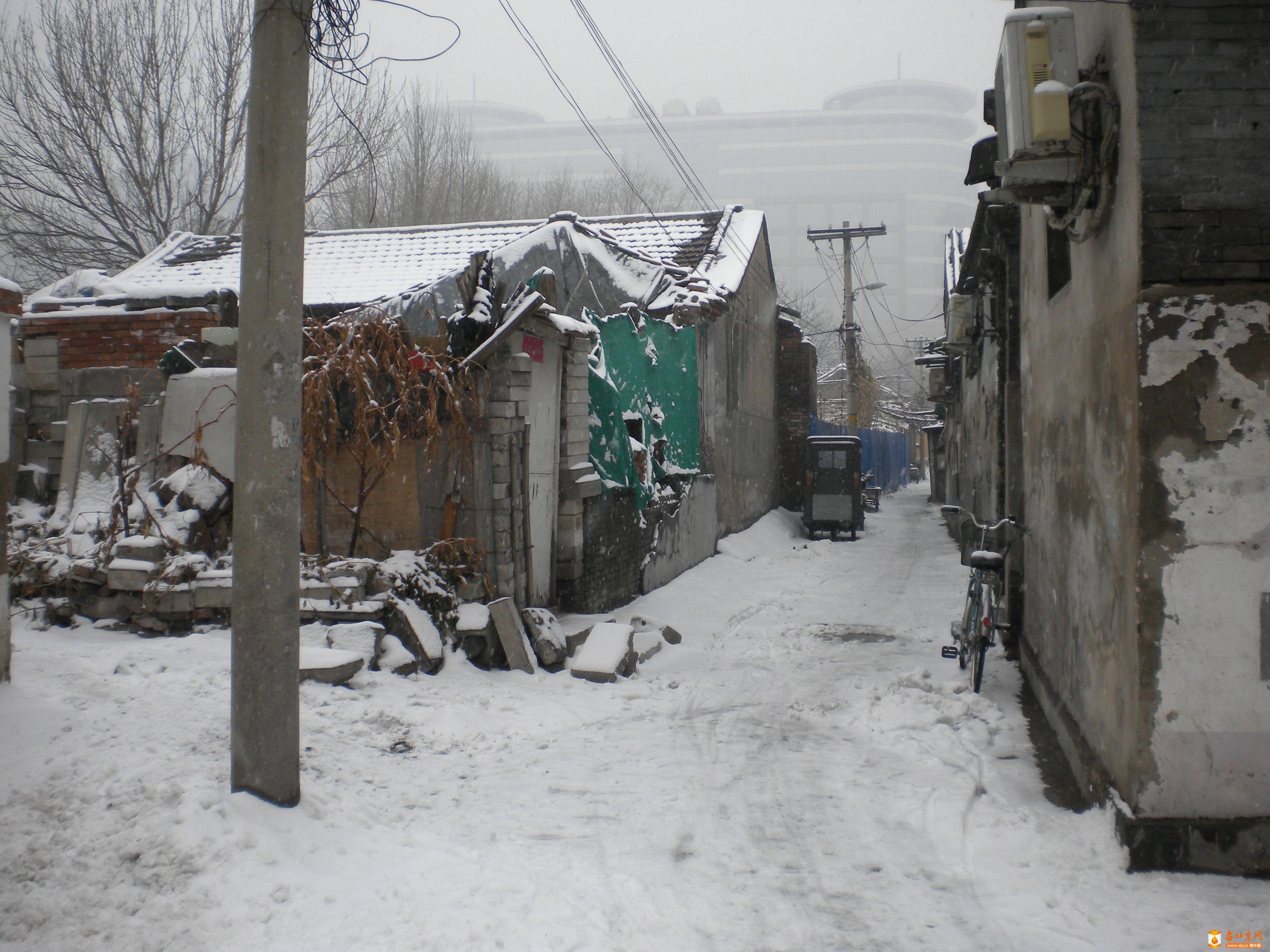 2012年12月14日上午,雪后的香炉营六条东口⑵。