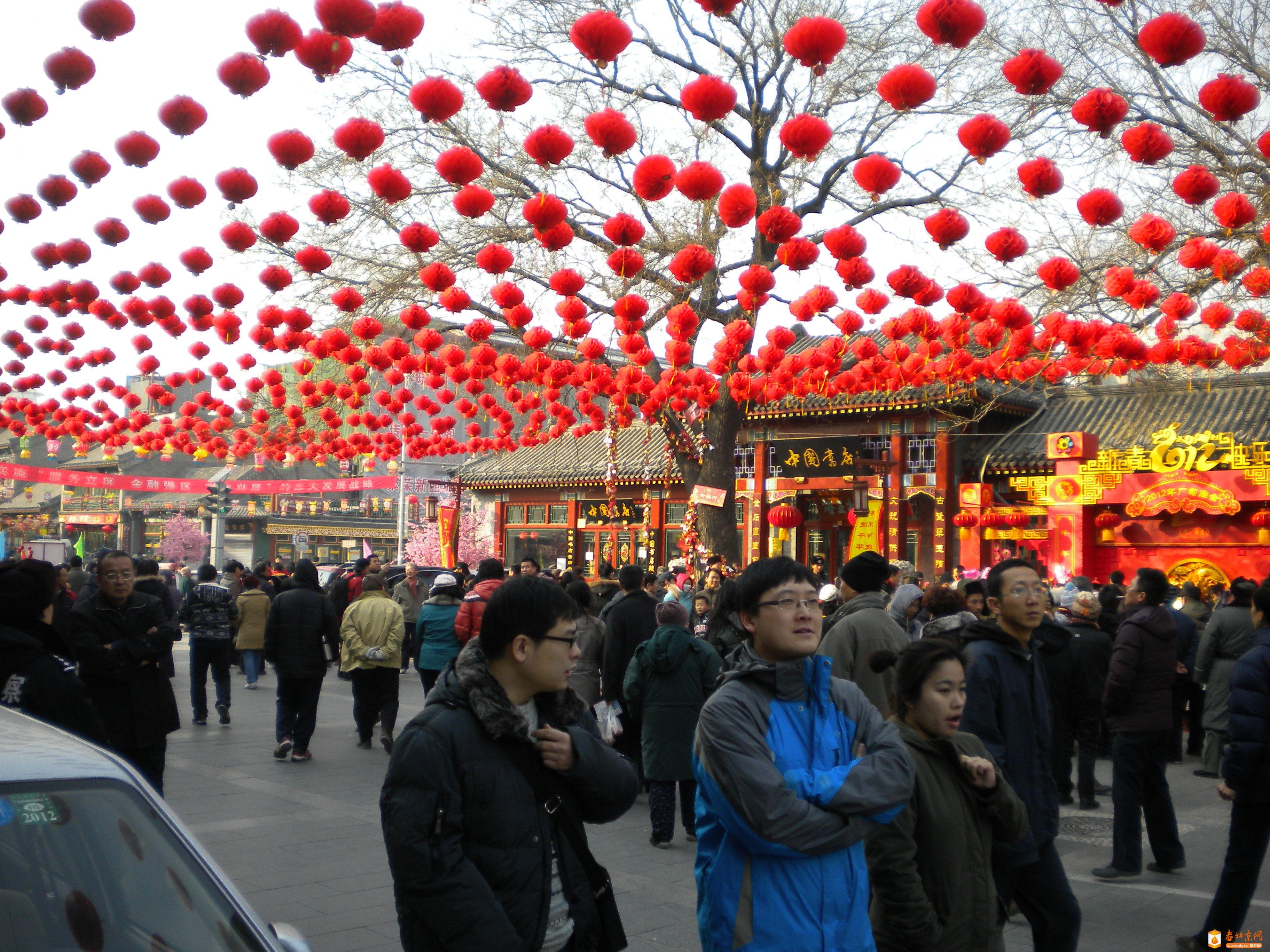 2012年1月27日(壬辰年正月初五),东琉璃厂西口路北的中国书店。