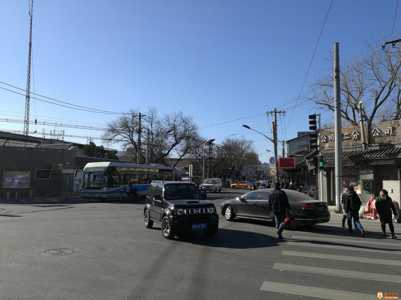 西四东大街与西黄城根北街交叉丁字路口对比