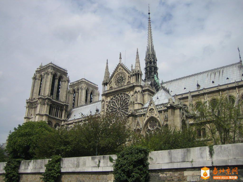 塞纳河上看巴黎圣母院.JPG