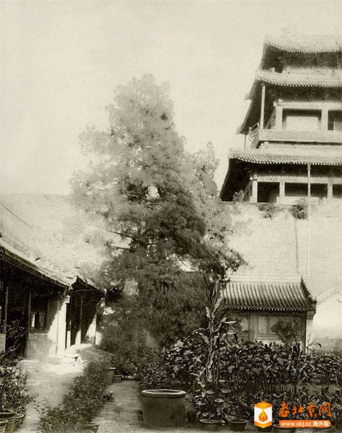 西直门城楼及瓮城内寺庙.jpg
