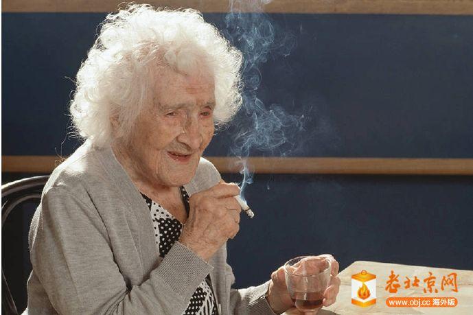 Jeanne_Calment_Smoke_Cigarette.jpg