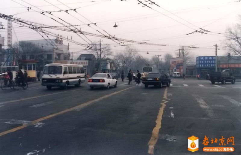 1990年前後,地安門路口東向。.jpg