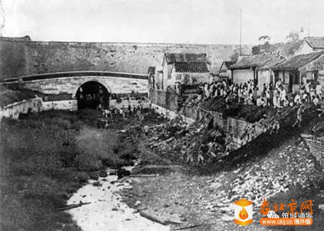 在北京内城内自北向南看南御河桥及正阳门东水关(1901年改造前).jpg