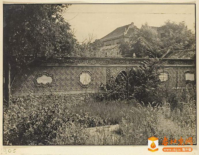 1933年居仁堂西面的砖雕花墙.jpg