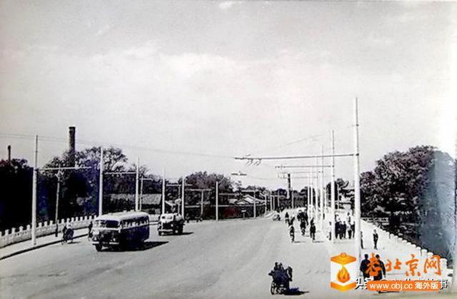 1955年改建之后的北海大桥,可见烟囱.jpg