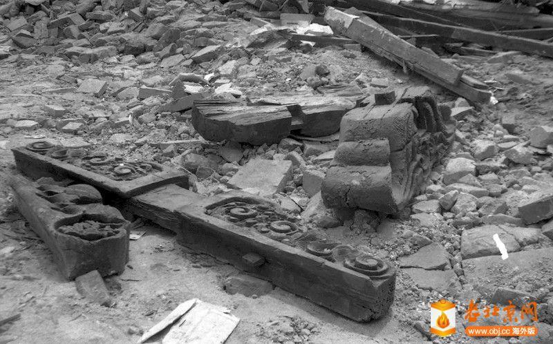 刘景行1996.6.25.北京阜外大街一所魏家私人四合院被强拆13,此时,四合院废墟中精美的.jpg